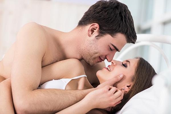 Chưa cắt bao quy đầu có quan hệ được không?